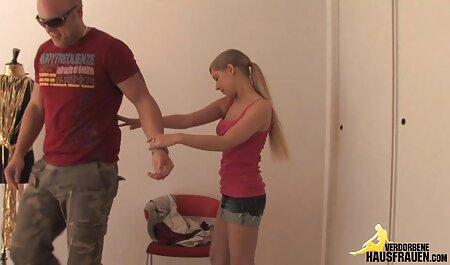 एक सुनहरे बालों वाली लड़की उसे इंग्लिश सेक्सी मूवी हिंदी छेद दिखाने
