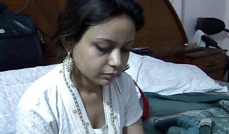 एक स्त्री रोग विशेषज्ञ द्वारा सेक्सी मूवी इंडियन मूवी जांच की गई थी, जो एक युवक,