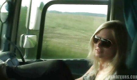 एक हिंदी वीडियो सेक्सी मूवी फिल्म लड़की के साथ पथपाकर और उद्यान दृश्य बतख