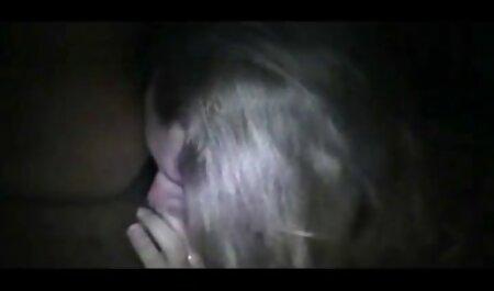 लड़की एक मजबूत सदस्यता खाती है और सेक्सी मूवी वीडियो हिंदी में खाने