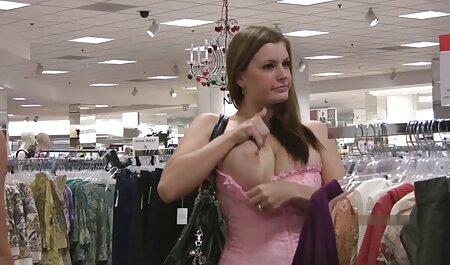 लड़की शहर में सेक्सी मूवी सेक्सी पिक्चर एक आदमी से जीत दिखाई दिया और कीचड़ में उसके साथ बतख है